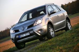 Dyr. Renault Koleos är byggd på samma plattform som koncernsyskonet Nissan X-Trail. Kompetent men dyr, tung och törstig.