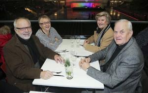 På första parkett satt, Anund Nilsson, Karin Wicksell, Mona Nilsson och Tord Wicksell.