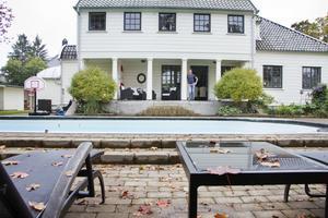 Han kommer att sakna verandan med pelare och utsikt mot trädgården.