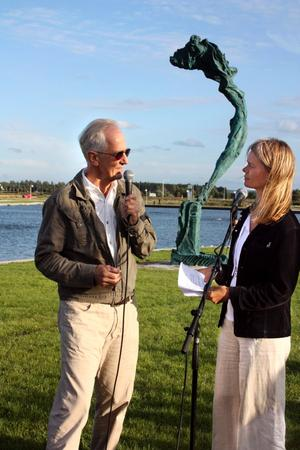 Efter avtäckelsen av Skönhet intervjuades Richard Brixel av Sophie Allgårdh, konstkritiker på Svenska Dagbladet samt redaktör för Paletten.