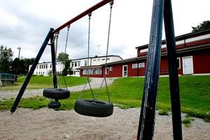 Åmots skola är en av de tre byskolor som är nedläggningshotade.