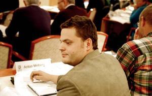 Då, i höstas, satt Anton Moberg i Krokoms fullmäktige för Moderaterna.