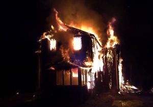 Raukasjö fjällgård drabbades av brand i helgen. Ett tvåvåningshus totalförstördes. Fjällgäster lyckades begränsa branden till en byggnad. Foto: Lage Nilsson
