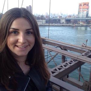 Cajsa Sjöblom från Sala, bor och jobbar i London och befann sig under onsdagen nära Westminster-bron när den misstänkta terrorattacken ägde rum.
