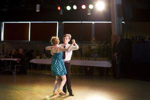Saga Eriksson och Fabian Rystedh från Ackes dansskola.