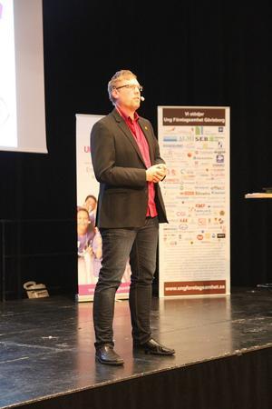 Ola Engman från företaget Ohappa föreläste om hur man marknadsför sitt företag.