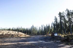 Till höger om den nuvarande snöhögen vill kommunen avverka skog för att få plats med en till snöhög. Men det skulle göra åverkan på naturreservat. Det är upp till länsstyrelsen att ge klartecken eller inte.