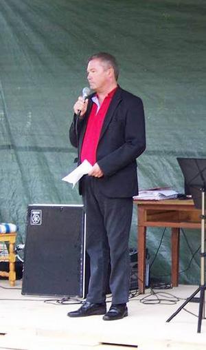 Kulturchef Hans-Erik Dahlgren förklarade Hillsands kulturgård för invigd.