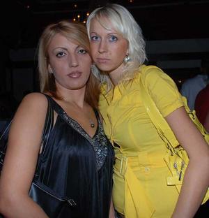 Blue Moon Bar. Lana och Sandra