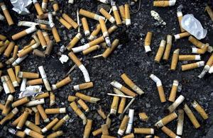 Rökare är en grupp som skräpar ned jättemycket i naturen och Nynäshamns kommun