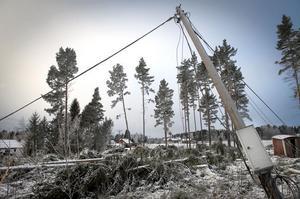 Stormen Dagmar gjorde att många kunder blev utan både el och telefoni. Bilden är hämtad från Segersta.
