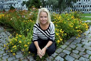 """Karin Hübinette är tillbaka i tv-rutan med den egna pratshowen """"Hübinette""""."""
