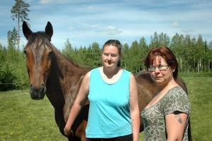 OROLIGA. I två år har Annika Norling och Anna Nord varit utsatta för sabotage, både mot hästarna och dem själva.