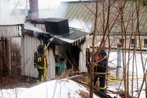 Branden skedde i en mindre byggnad på taket.
