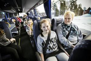 Daniella Dahlström åker buss till och från skolan varje dag. Hon har alltid bälte på sig. Nästan...