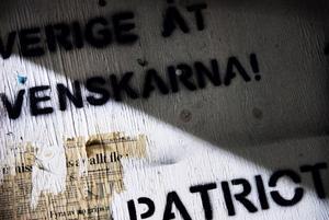 Sverige åt svenskar är budskapet. Nationalisterna ser sig själv som patrioter som för en kamp mot den judiska världsregeringen enligt SÄPO.