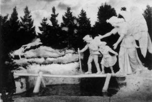 Dyfvermans första snöskulptur i Gävle existerade under några veckor vintern 1890. Den kallades de De nödlidande och visar hur kung Bore vakar över en förtvivlad mor med tre barn.