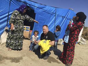Mattias Öberg i flyktinglägret nära den Syriska gränsen. Flyktingarna har ingenting.