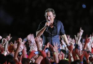 Bruce Springsteen gav en kär ung man hjälp på traven vid en konsert i Florida. Arkivbild.   Foto: Mark J Terrill/AP/TT