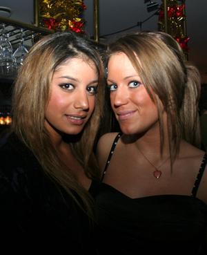 Blue Moon Bar. Sussie och Sanna