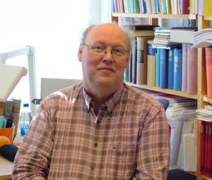 Professor Lars-Erik Edlund var redaktör för Norrländsk uppslagsbok, Sveriges troligen sista satsning på ett omfattande uppslagsverk i tryckt form.