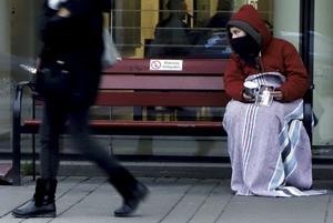 Tiggeri. En utredare föreslog häromdagen att barn till utländska tiggare inte ska få gå i svensk skola.Foto Hasse Holmberg/TT
