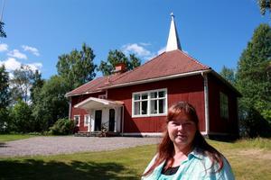 Kerstin Sonnbäck ska bevara Bäsinge missionshus som en samlingsplats. Men korset på taket ska plockas ned, kanske sätts där upp en ny symbol i framtiden.