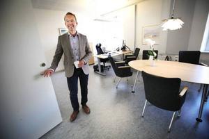 Landstingsdirektören, Björn Eriksson, har tagit fram en utvecklingsplan som både ska spara pengar och utveckla sjukvården.