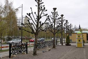 Nu är smidesräcket som konstnären Lennart H Lindberg skapade 1967 på sin nya plats, vid kulturkvarteret Täljstenen.