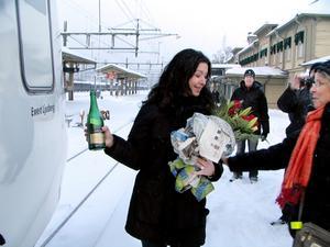 """Anna Ericson vann tågnamntävlingen och fick döpa tåget som från och med måndagen heter Ewert Ljusberg.""""Jag tyckte tävlingen var en kul grej. Ewert Ljusberg är en självklar representant för Jämtland, och han förtjänar ett tåg"""", säger Anna Ericson.Förutom äran att döpa tåget har hon vunnit en lyxhelg för två personer i Trondheim.  foto: ulrica dahlqvist"""