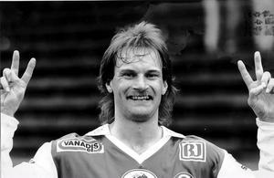 """Så var vi vana att se honom. """"Lappen"""" Nordqvist fotograferad som matchhjälte i SIF-tröjan."""