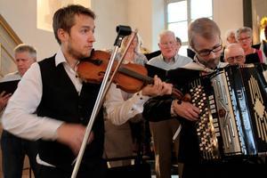 Jubel i kyrkan blev det då Anders Klang och Henrik Zacco, med flera, musicerade och körerena sjöng.