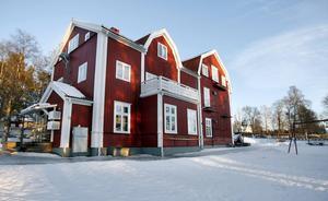 Kyrkskolan på Alnön byggdes på 1860-talet och är fortfarande i bruk, vilket i sig är unikt, skriver Torsten Nordlander.