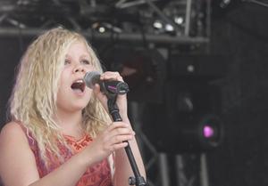 Astrid Risberg fick strålande applåder när hon sjöng Gabriellas sång.
