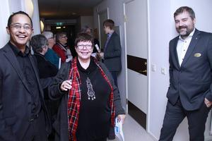 Gnarpsbon Elisabet Westrin hälsade på hos socialchef David Lindqvist och kommunchef Fredrik Pahlberg.