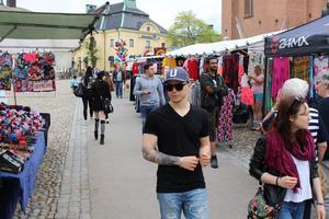 25 knallar säljer sina produkter på Stora Torget.