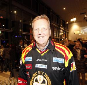 Stefan Canderyd, Brynässpelare 1973-83, serverade päroncider och gladdes åt att ha fått skriva autografer.