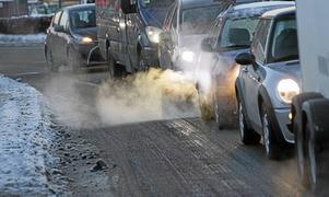Vi måste minska utsläppen från våra bilar, menar skribenten.