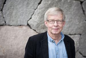 Torbjörn Tännsjö uppfattar den svenska vänstern som moralkonservativ, men tror att den likt resten av samhället kommer att bli allt mer liberal i etiska och sociala frågor framöver.