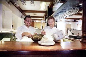 Barndomsvännerna Kristian Elfendahl och Tomas Johansson öppnar på fredag Restaurang T&K. Närproducerat och ekologiskt kommer att finnas på menyn.