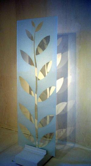Drejeriet visar glas av Gunhild Åkerblom under  temat Glasklart.