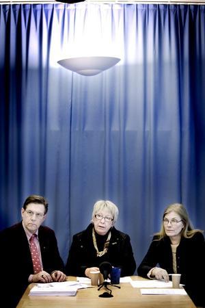 NY TROJKA. Björn Brink (C), Ann-Margret Knapp (S) och Maria Aspers (MP) presenterade  i tisdags den nya politiska ledningen för landstinget.
