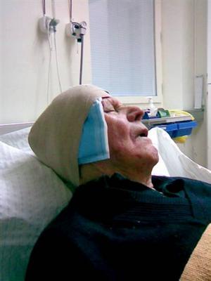 Fick sys. Redan fem dagar efter att Kjell Sjöberg flyttat in på Björkegrenska gården var han i behov av läkarvård efter att ha ramlat och slagit i huvudet.