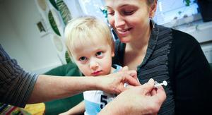 Hugo Persson var en av de barn som fick en vaccinspruta på torsdagen.