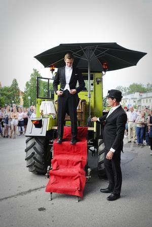 Vilhelm Rosén kom ensam i en traktor. Pappa Torbjörn körde.