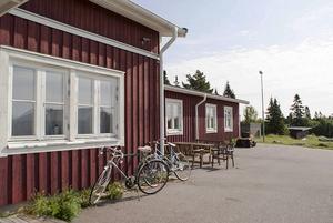 Kan någon garantera att blindgångare inte finns kvar på den före detta militärförläggningen på Åstön, frågar sig skribenten.
