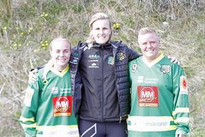 Tränare Johanna Pettersson flankerad av de två nyförvärven Vilma Josefsson och Sofie Josefsson från Söråker.