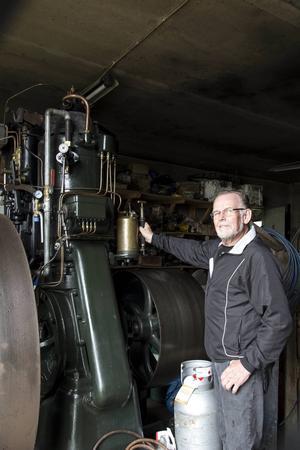 Tändkulemotorn från 1914 är Svens favorit. Han kämpade i flera år för att få köpa den.
