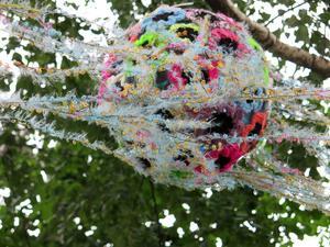 PIM hänger främmande organismer i träden.