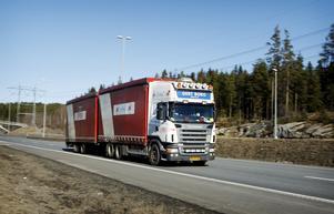 Utländska långtradare kör mycket billigare än svenska.